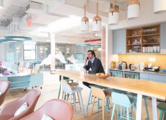 Laurent Marcel au téléphone dans la cuisine de Danone Manifesto Ventures